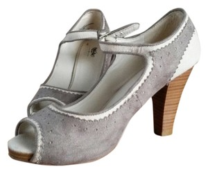 Mossimo Supply Co. Grey/Cream Pumps