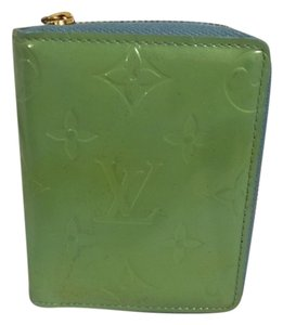 Louis Vuitton Authentic LOUIS VUITTON Bi-fold wallet (with coin purse)
