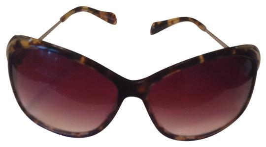 Preload https://item2.tradesy.com/images/oliver-peoples-tortoise-gradient-lens-marbella-sunglasses-1071441-0-0.jpg?width=440&height=440