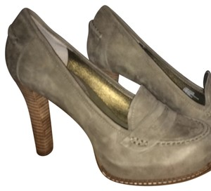 Banana Republic Desert Green Pumps