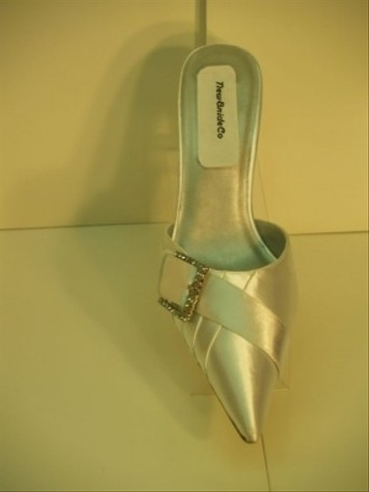 Dyeables White New In Box Mules/Slides Size US 7.5 Regular (M, B)