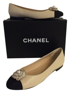 Chanel Camellia Flower Flat Beige and black Flats