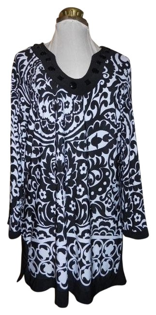 Preload https://item1.tradesy.com/images/elementz-black-and-white-tunic-size-12-l-1073325-0-0.jpg?width=400&height=650