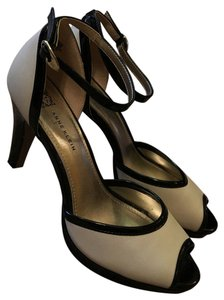 Anne Klein Black and cream Pumps