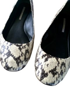 Vera Wang Lavender Label Snakeskin White Ivory and Black Flats