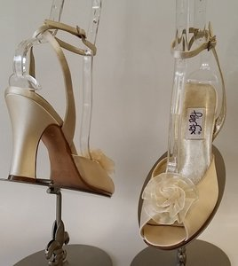 Ivory Gemma Sandals Size US 7.5 Regular (M, B)