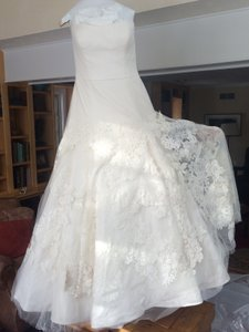 Vera Wang Bouquet Wedding Dress