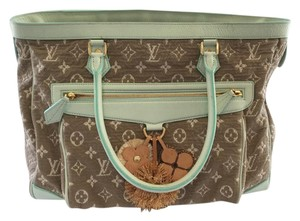 Louis Vuitton Sabbia Tote in Green