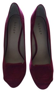 Hinge Maroon Pumps