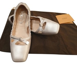 Tod's Pale Grey Pearlize Leather Flats