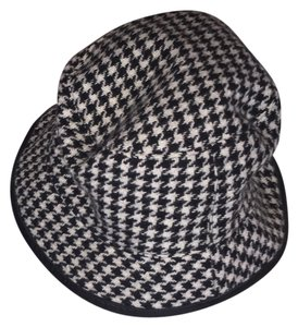 Coach Coach black/white wool houndstooth hat. Buy with matching shoulder bag and change purse - listed separately.
