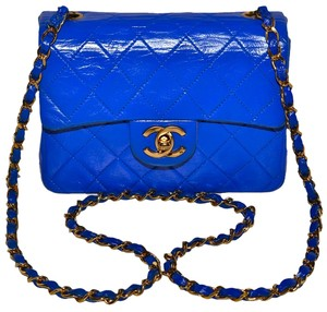 Chanel Paris Guaranteed Made In France Quilted Lambskin Lamb Lamb Skin Quilted Quilted French Designer Gold Link Gold Cc Cross Body Bag