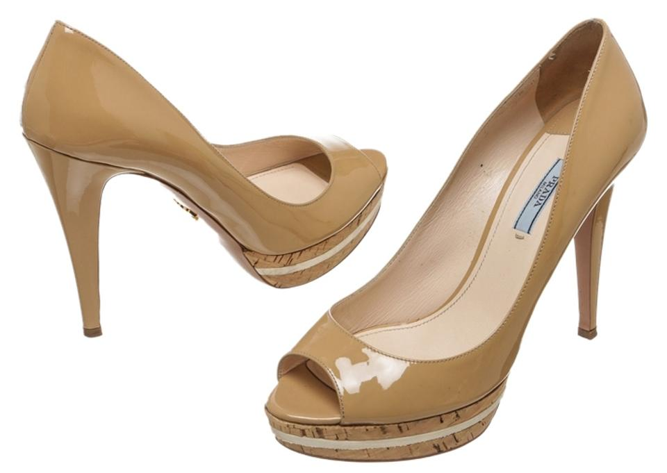 Prada Tan Patent Peep Leather Peep Patent 41) Pumps e48cd0