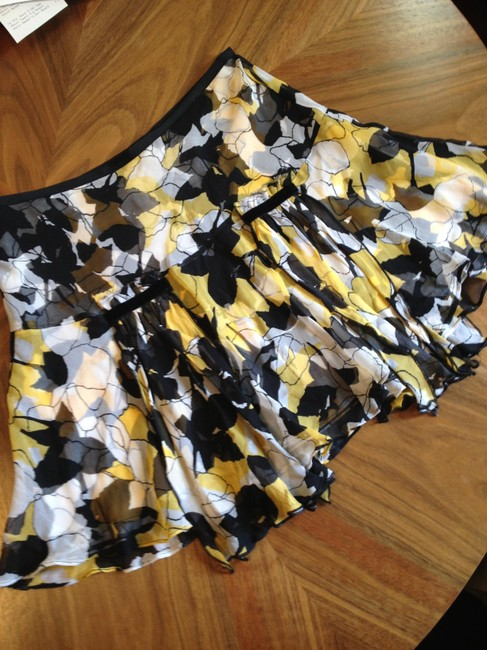 Diane von Furstenberg Silk Silk Pleated Ruffle Elastic Mini Skirt Black, Yellow, and White