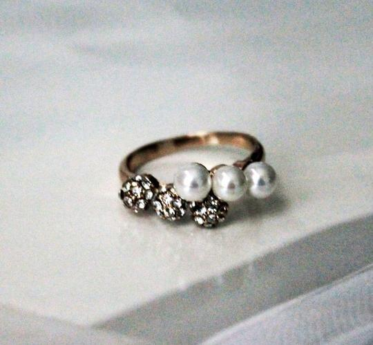 Gold Plated Combo Pearl Crystal Cocktail Ring.Size 6 Gold Plated Combo Pearl Crystal Cocktail Ring.Size 6