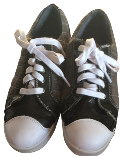 Preload https://item2.tradesy.com/images/white-black-and-grey-sneakers-size-us-9-regular-m-b-1078286-0-0.jpg?width=440&height=440