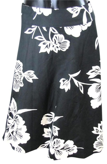 Preload https://item3.tradesy.com/images/gap-black-and-white-a-line-floral-knee-length-skirt-size-4-s-27-1078727-0-0.jpg?width=400&height=650