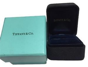 Tiffany & Co. Tiffany & Co - Dark Blue Suede RING Box - in Excellent Condition
