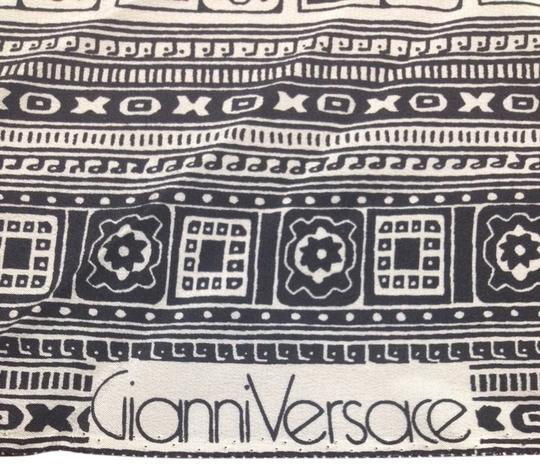Preload https://img-static.tradesy.com/item/1079526/versace-black-and-white-gianni-vintage-silk-fabric-scarfwrap-0-0-540-540.jpg