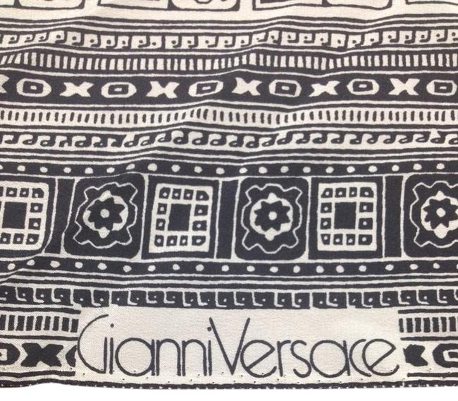 Versace Black-and-white Gianni Vintage Silk Fabric Scarf/Wrap Versace Black-and-white Gianni Vintage Silk Fabric Scarf/Wrap Image 1