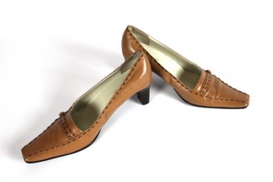 Maripé Caramel Brown Pumps