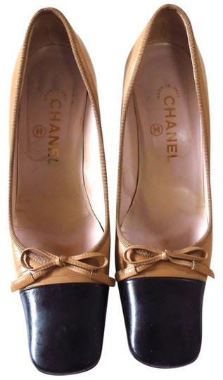 Preload https://item5.tradesy.com/images/chanel-pumps-1079884-0-0.jpg?width=440&height=440