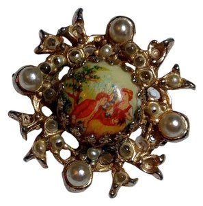 Small Gold Colored Vintage Brooch W/ People Picture PROD001