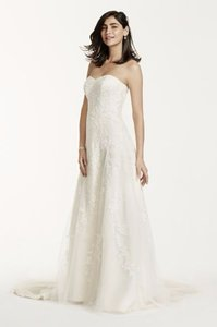David's Bridal Champagne/Ivory Imported Polyester - Tulle - Lace And Beaded Gown Vintage Wedding Dress Size 10 (M)