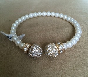 Francesca's Beautiful Ivory Pearl And Gold Sparkle Bracelet