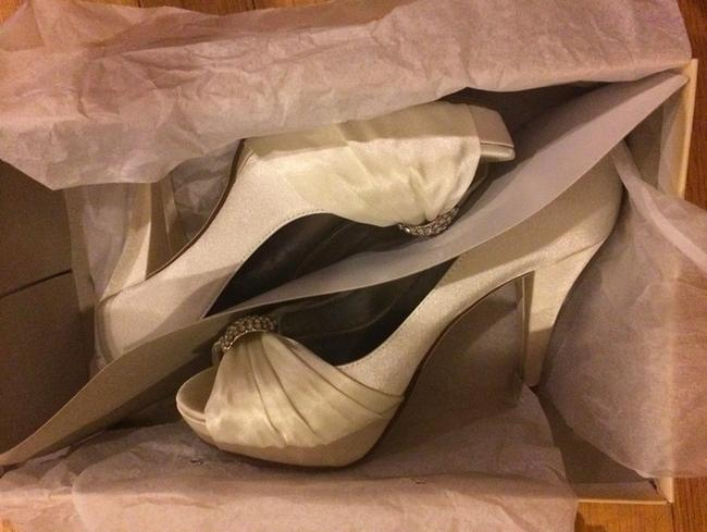Item - Ivory Diana Satin and Sparkle Peep Size US 6.5