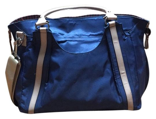 Preload https://img-static.tradesy.com/item/10808782/hobo-blue-smoke-nylon-and-leather-diaper-bag-0-1-540-540.jpg