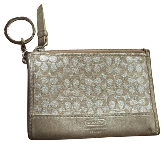 Preload https://img-static.tradesy.com/item/10810723/coach-keychain-wallet-0-1-540-540.jpg