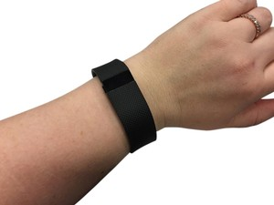 fitbit Fitbit Charge HR in Black, size Large
