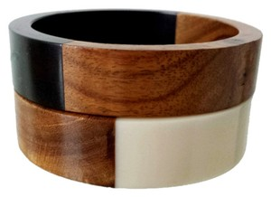 Mid Century TWO WIDE Vintage-Mid-Century-Modern Walnut and Lucite Chunky Bangles Bracelets
