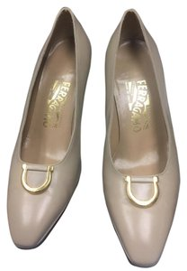 Salvatore Ferragamo begie Pumps
