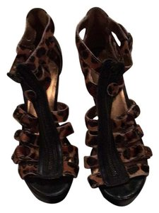 Twelfth St. by Cynthia Vincent Black and leopard fur Wedges