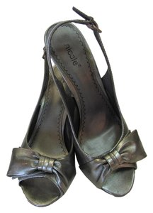 Nicole Size 6.00 M Very Good Condition Grayish/Silver Sandals