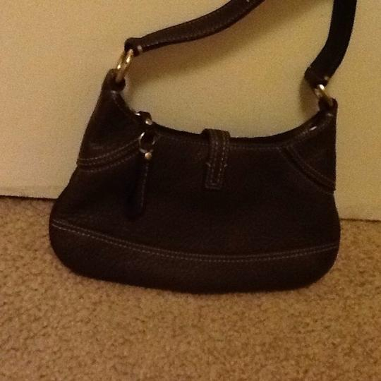 Coach Dark Strap Gold Hardware Zipped Closure Leather Satchel in chocolate brown Image 3