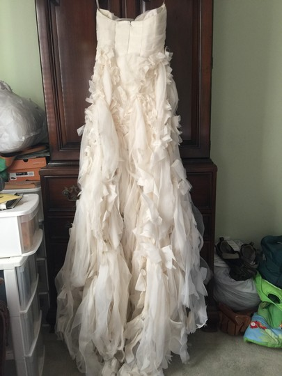 Monique Lhuillier Shades Of Ivory Silk Chiffon Bouquet Sexy Wedding Dress Size 4 (S) Image 6