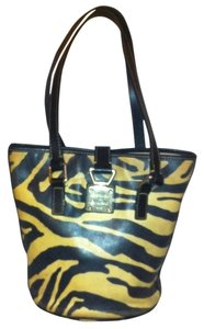 Dooney & Bourke Leather Zebra Print Bucket J7263338 Tote in White, Black