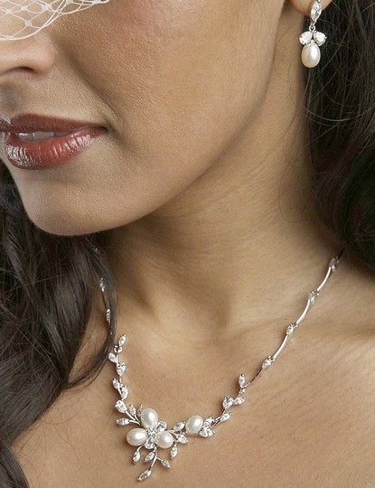 Silver/Rhodium Elegant Fresh Water Pearls Crystals Set Jewelry Sets