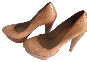 Elizabeth and James Nude Platforms