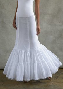 David's Bridal White Nylon Style 550 - Fit & Flare Slip Traditional Wedding Dress Size 8 (M)