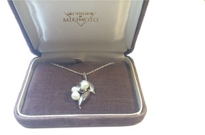 Mikimoto Mikimoto Sterling Silver 925 3 Pearls Pendant leaf/flower Necklace