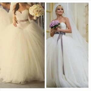 Vera Wang Bride Wars / Style # 12709 Wedding Dress