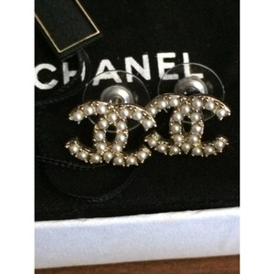 Chanel Chanel Classic Cc Pearl Earrings