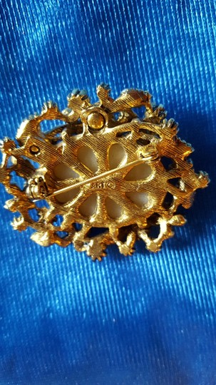 ART Beautiful 1950's Vintage Pin