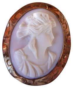 Antique Victorian Angel Skin Coral Cameo Brooch in 10 kt Gold Frame