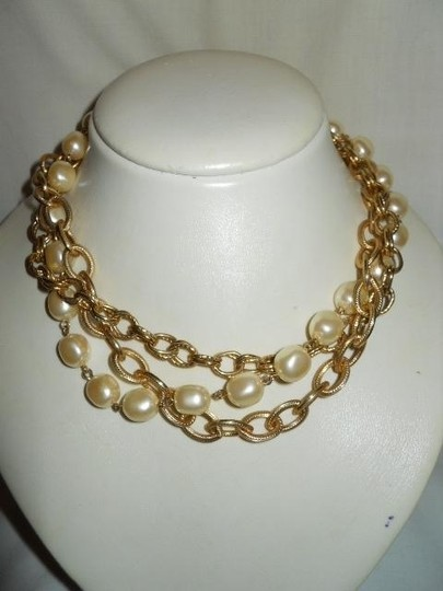 unknown Faux pearl triple chain Image 5