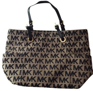 Michael Kors Tote in Black/tan Logo